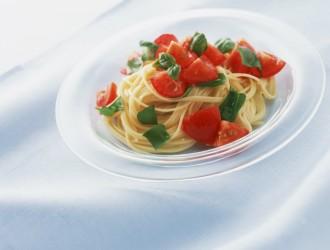 フルーツトマトとオクラとモッツァレラの冷たいパスタ